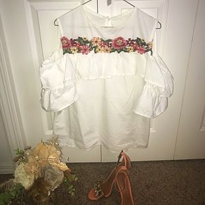 Tops - 🌺White flower embroidered shirt✨
